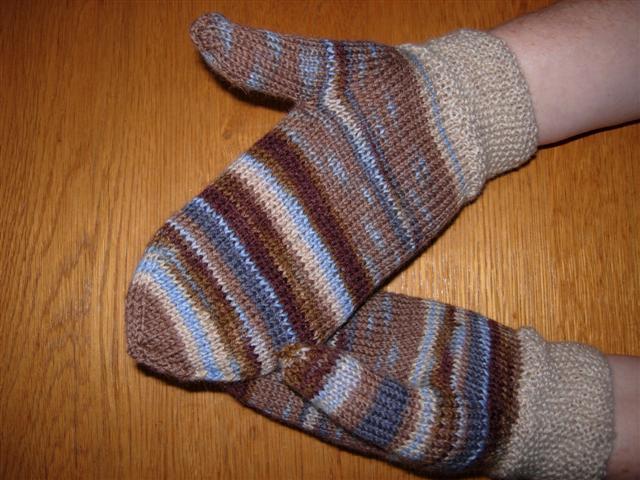 2410e8f3de2b0f Allerdings habe ich den Farbrapport nicht eingehalten, so dass jeder  Handschuh etwas anders ist. Aber das Perlmuster in beige gefällt mir gut. =)